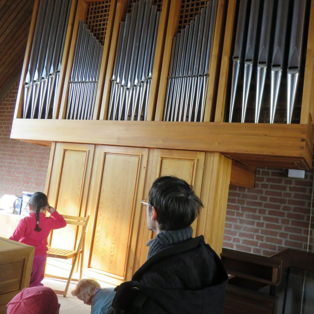 Wir besichtigen die Kirche